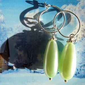 Øreringe med ferskvandsperle som dråbe grøn
