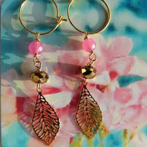 Øreringe-med-pink-agat-og-forgyldt-blad