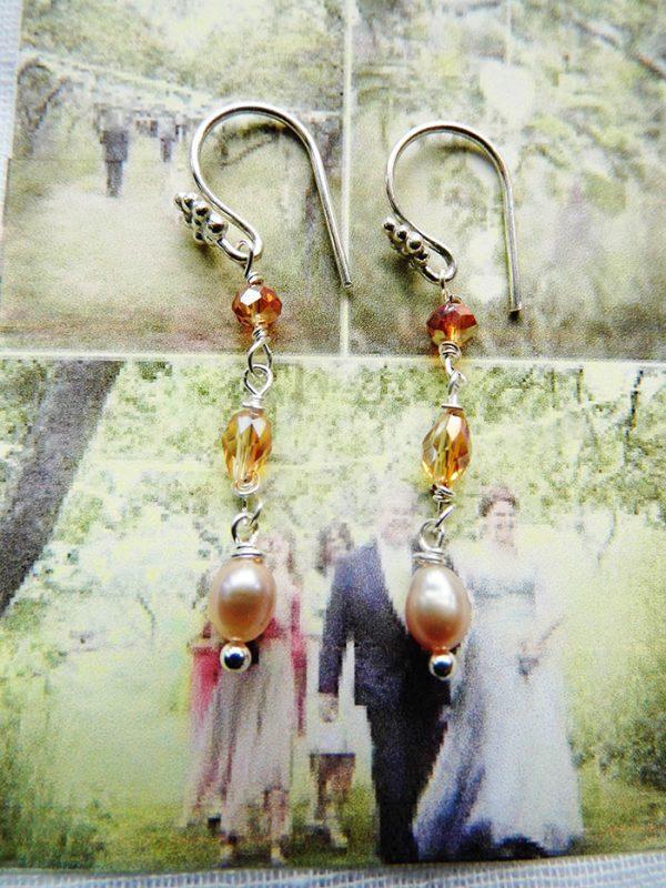 Øreringe-sølv-dobbelt-gylden-swarowski-og-ferskvands-perle