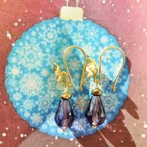 Forgyldt-ørering-m-blomst-lilla-krystal