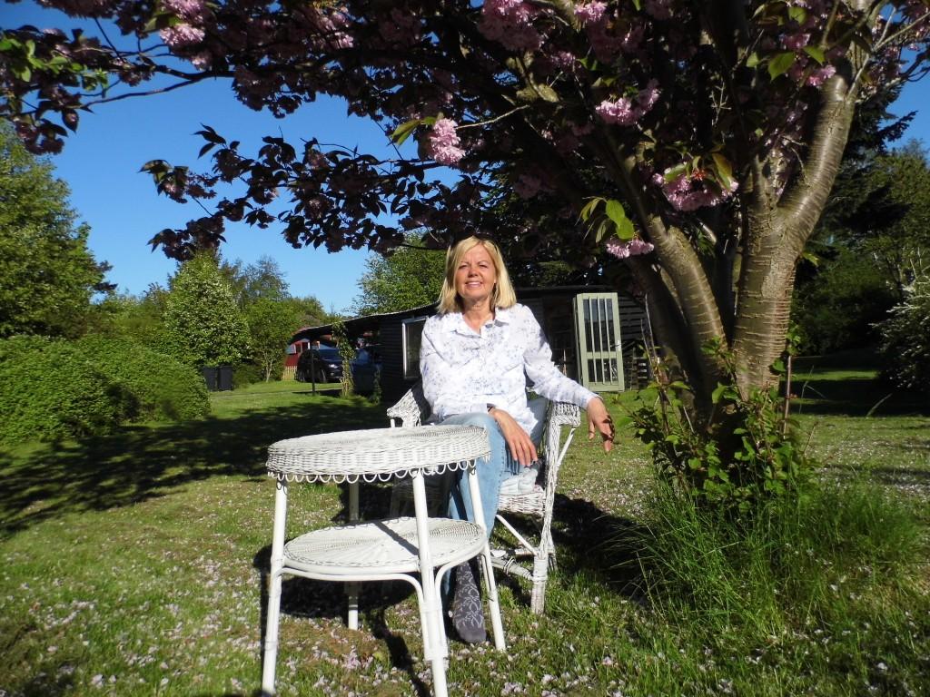 Annette og haven