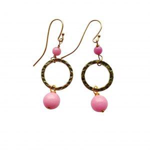 Øreringe med pink jade og gylden ring